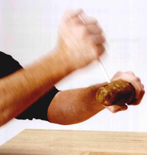 儿童科学小实验:穿透土豆的吸管【空气小实验】插图(2)