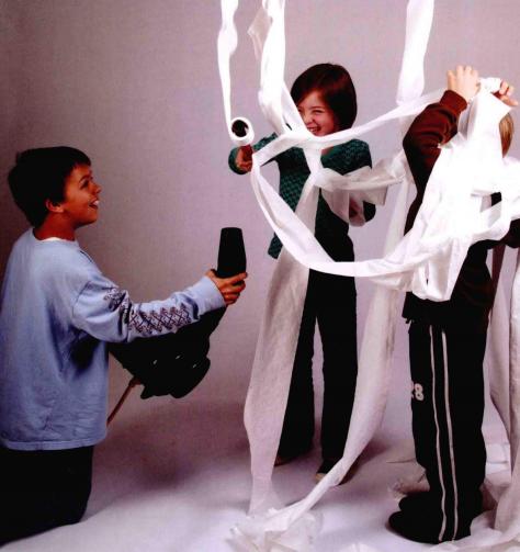 儿童科学小实验:飘浮的乒乓球和飞翔的卫生纸【空气小实验】插图(4)