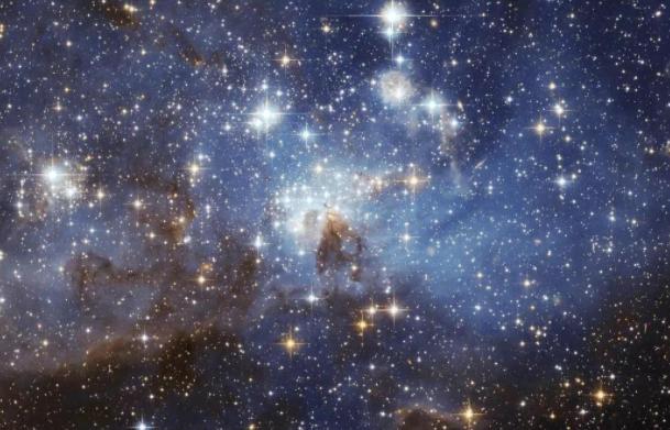 天上的星星为什么不会掉下来(为什么星星我们肉眼看着很小,但实际很大?)插图(1)