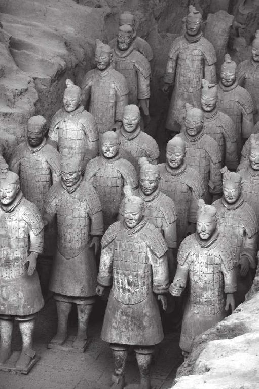 秦始皇陵兵马俑被称为世界第八大奇迹,为什么秦始皇要在自己的墓葬里放兵马俑?(兵马俑在西安哪里)
