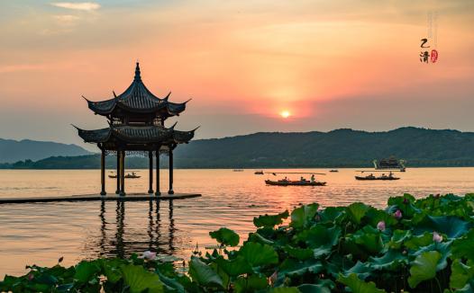 古诗词与地理:欲把西湖比西子,淡妆浓抹总相宜——杭州西湖到底美在哪里(西湖十景)?